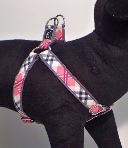 Cutie-Collar-Peppermint-Twist-pink-dog-harness