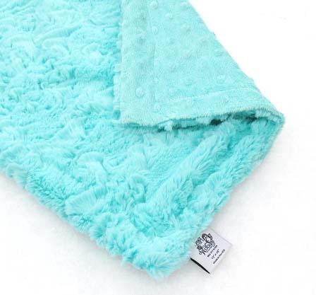 aruba-dots dog-binkey-blanket